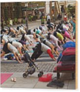 Yoga At Bryant Park Wood Print by Luis Lugo