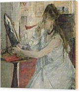 Young Woman Powdering Her Face Wood Print