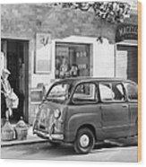 Fiat 600 Multipla Outside A Shop Wood Print