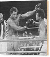 George Foreman Fighting Muhammed Ali Wood Print