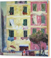 Italian Piazza With Laundry Wood Print