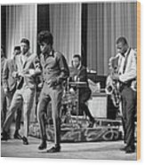 James Brown And Famous Flames At The Wood Print