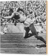 Jesse Owens At Start Of Race Wood Print