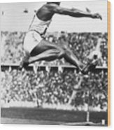 Jesse Owens In Midair Wood Print