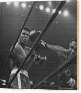 Joe Frazier Punches Muhammad Ali Wood Print