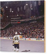 Mario Lemieux Waves To The Crowd Wood Print