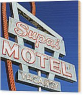Motel Sign In Midwest, United States Of Wood Print