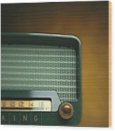 Old-fashioned Radio With Dial Tuner Wood Print