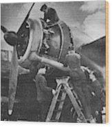Ww2  Ground Crew Tuning Engine Of British Bomber Wood Print