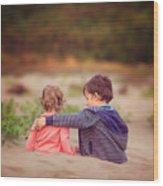 Beach hugs Wood Print
