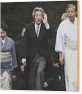 Japanese Prime Minister Junichiro Koizumi Visits The Ise Shrine Wood Print
