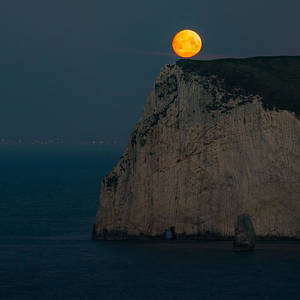 Moonset at Durdle Door in England. Photograph by George ...